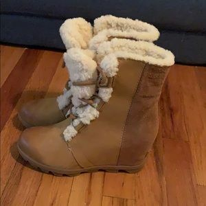 New Wedge fur lined Sorel boots